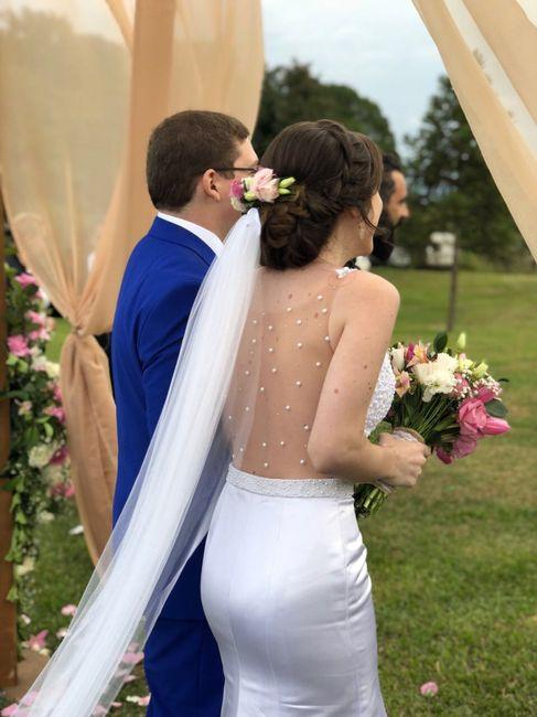 Noiva com coroa de flores e véu 7