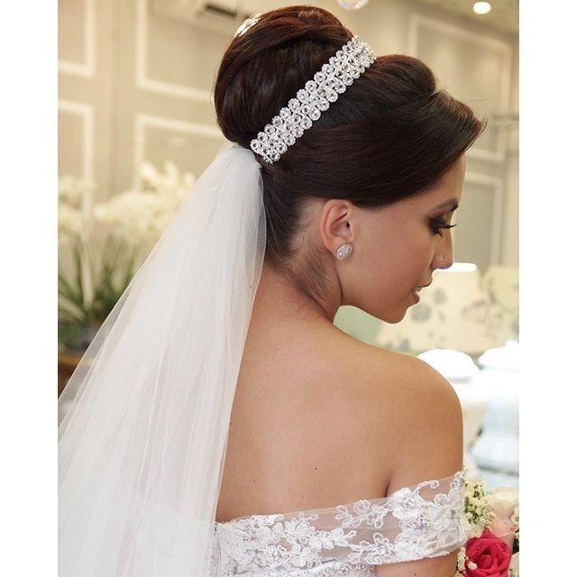 Resultado de imagem para coques para noivas com veu