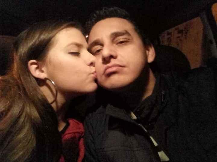 Não achei foto nossa se beijando, mas Feliz dia do Beijo