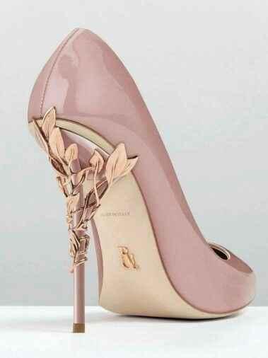 Sapato rosé com dourado