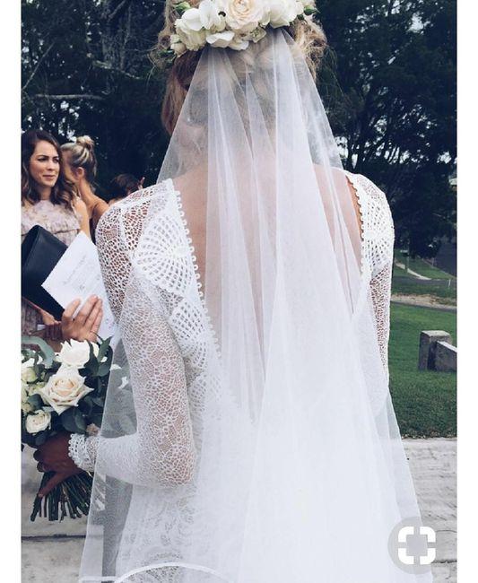 Noiva com coroa de flores e véu 6