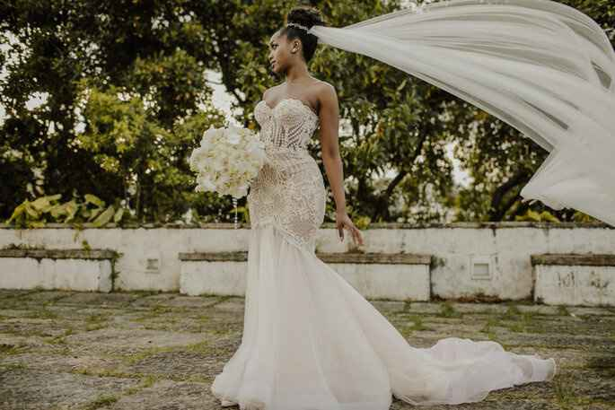 Falando sobre cores: vestido de noiva branco com forro rosa - 1