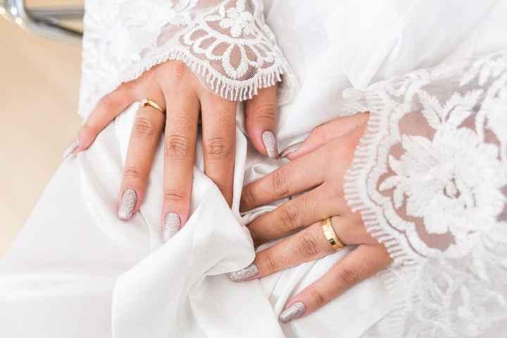 Eu mesma fiz as unhas do meu grande dia e amei o resultado, diferente de todas as noivas que estavam