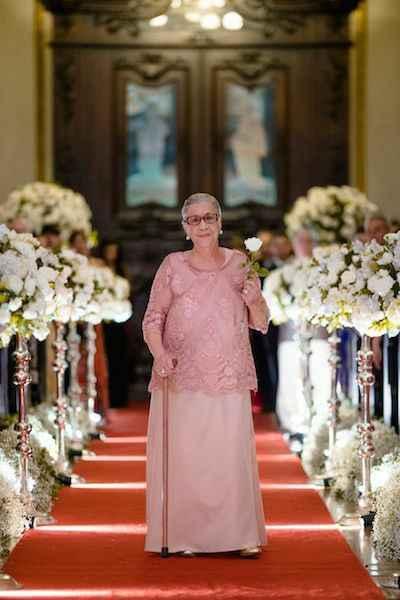 Ideias que ficaria legal pra minha avó entrar na cerimônia. Ficaria legal ela levar aliança mais meu
