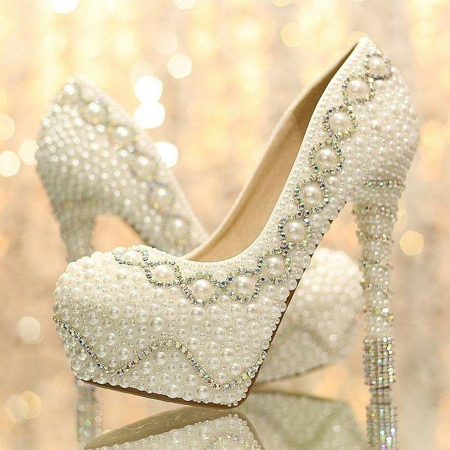 e26980945 Sapato de noiva customizado: pérolas, rendas e strass! 💎