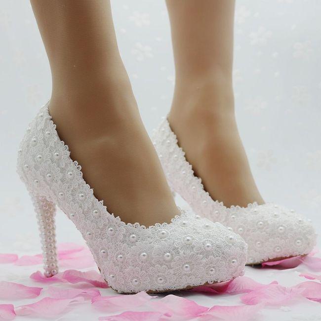 74f22f899 Sapato de noiva customizado: pérolas, rendas e strass! 💎 3