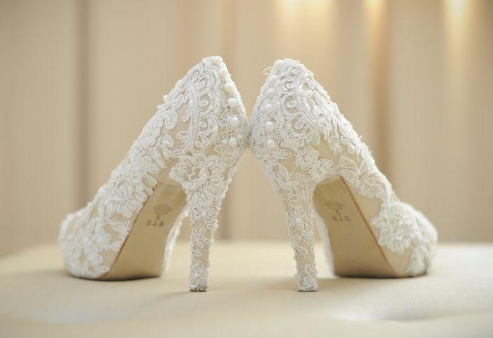 e4bb59659 Sapato de noiva customizado: pérolas, rendas e strass! 💎 2