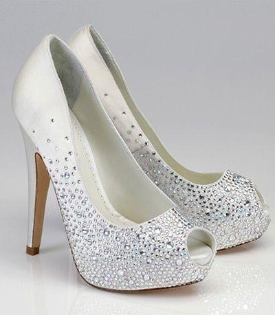 a76859918 Sapato de noiva customizado: pérolas, rendas e strass! 💎 6
