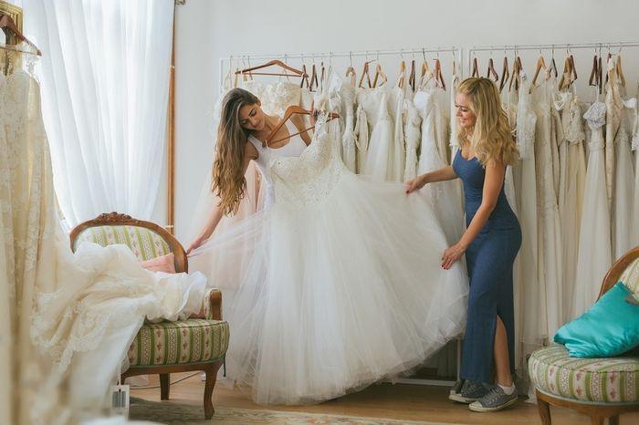 Já seguiu vendo vestidos de noiva mesmo já tendo o seu? 1