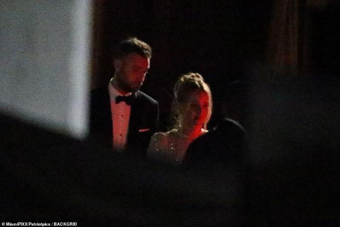 Jennifer Lawrence se casa em mansão de 1894, em cerimônia quase secreta 1