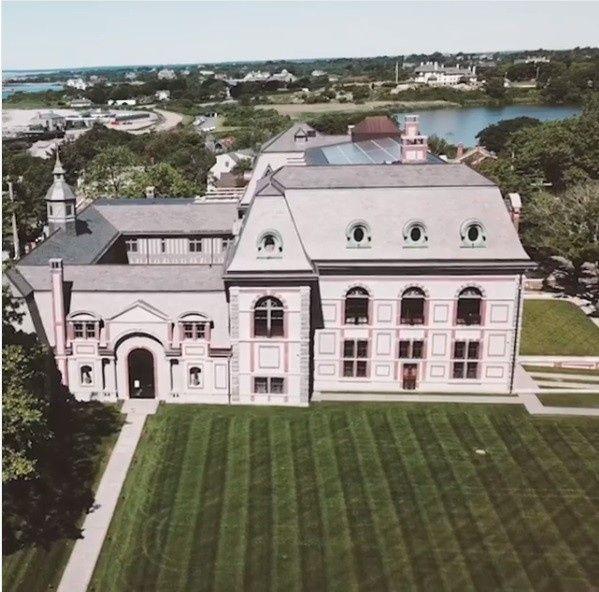 Jennifer Lawrence se casa em mansão de 1894, em cerimônia quase secreta 5