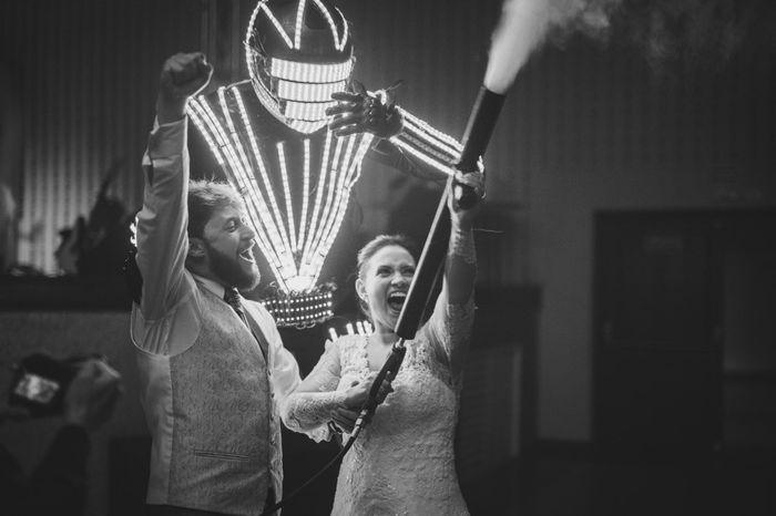 Robô de LED no casamento: 👍 ou 👎 1