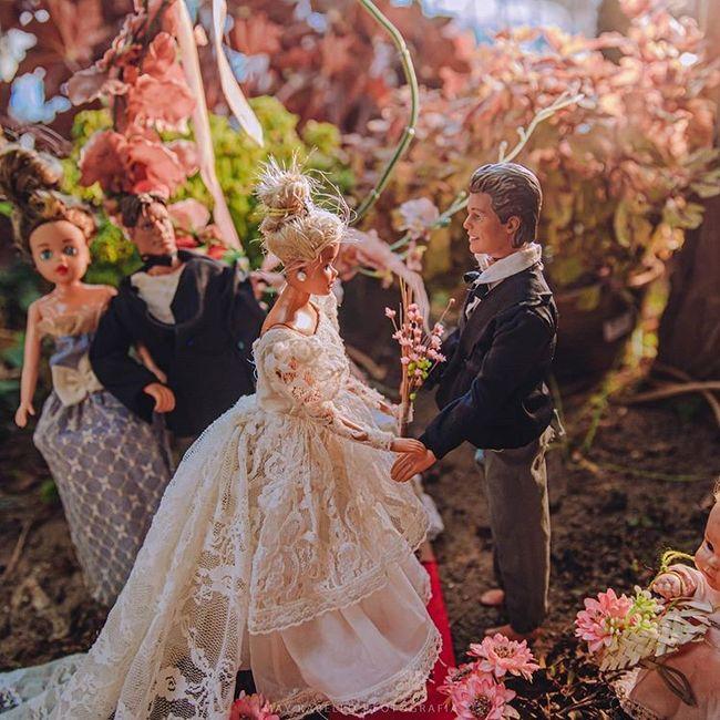 Quarentena criativa: fotógrafa faz 'casamento' de bonecos da Barbie 👰🤵 8