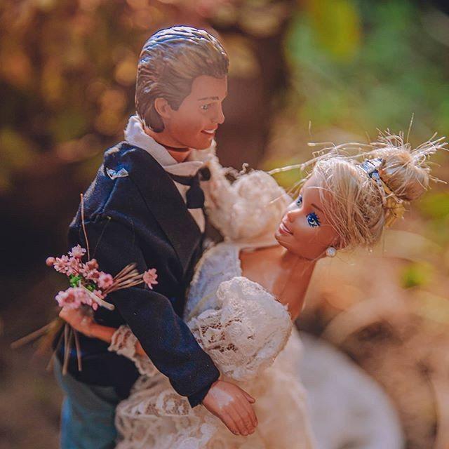 Quarentena criativa: fotógrafa faz 'casamento' de bonecos da Barbie 👰🤵 10