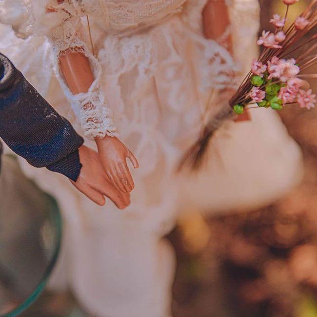 Quarentena criativa: fotógrafa faz 'casamento' de bonecos da Barbie 👰🤵 13