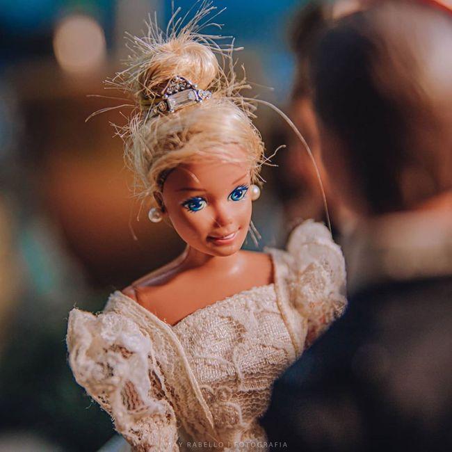 Quarentena criativa: fotógrafa faz 'casamento' de bonecos da Barbie 👰🤵 9