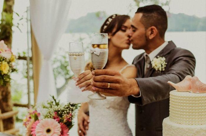 """Taças """"vestidas"""" para o brinde dos noivos: tá na moda ou é cringe? 1"""
