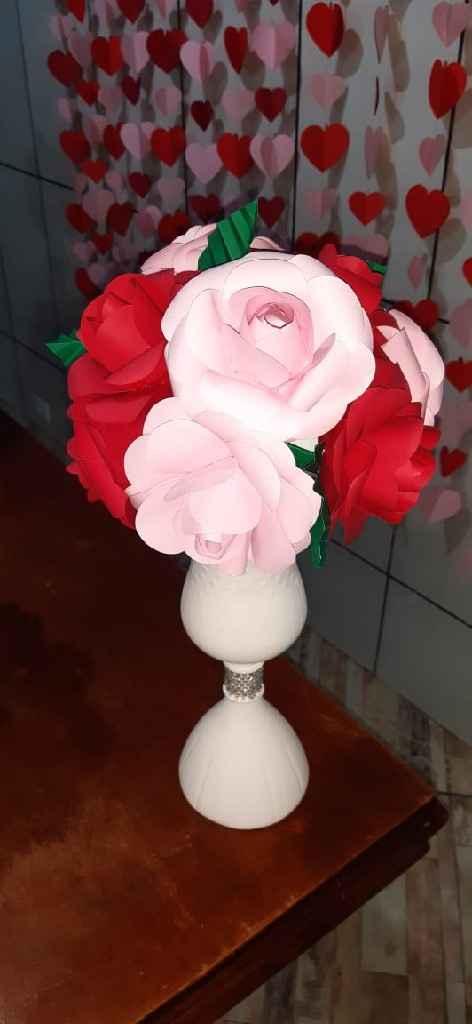 Vaso de flor de garrafa pet e flores de papel... 😍😍💕💕 - 2