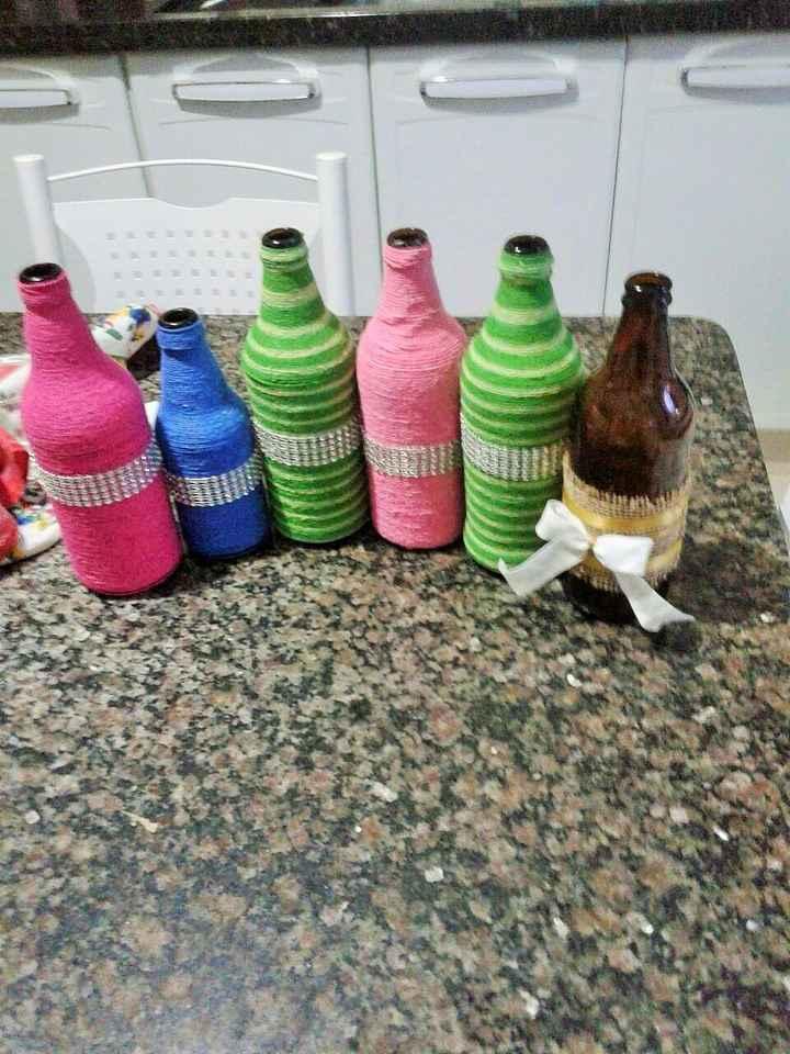 Mais garrafas decoradas =)
