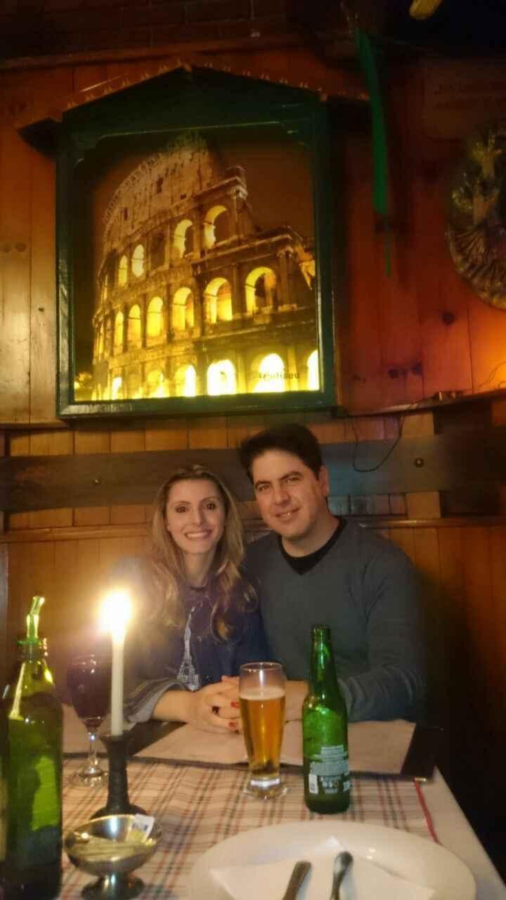 Uma foto que descreva o casal. - 1