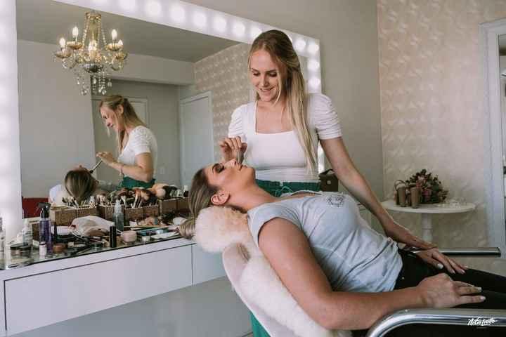 Salão onde fiz a make - eu e a minha maquiadora linda