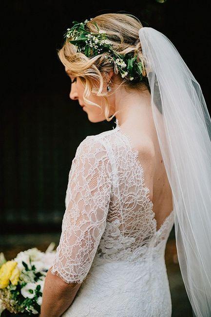 Noiva com coroa de flores e véu 2