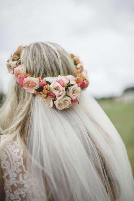Noiva com coroa de flores e véu 4