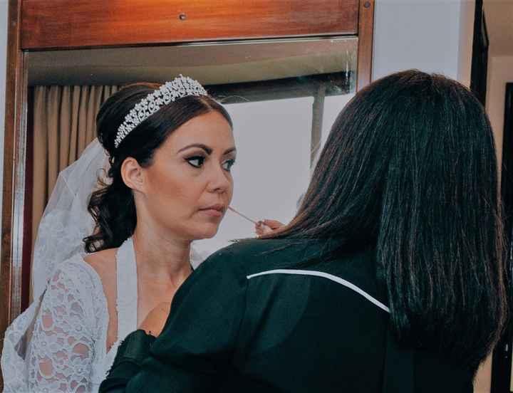 Retocando o batom e arrumando o vestido (antes da cerimônia)