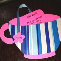 O convite estilo sachê de chá e o envelope a xícara *-*