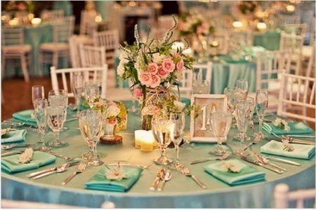 Decorações que inspiram dourado + verde água + azul claro - 2