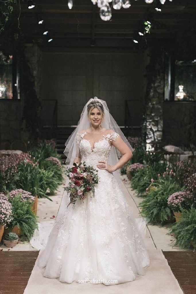 Meu vestido de noiva favorito até o momento é... - 1