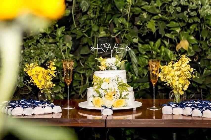Mesa de bolo e bem casados