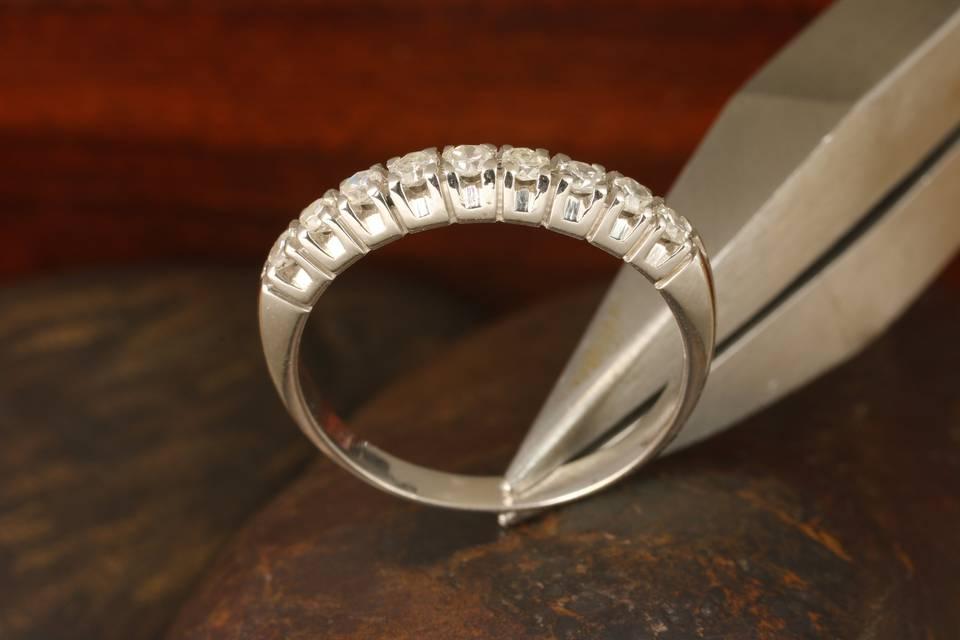 Meia Aliança com Diamantes
