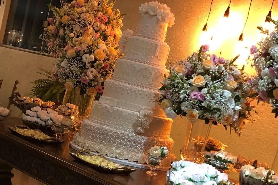 Mesa do bolo no salão da fazen