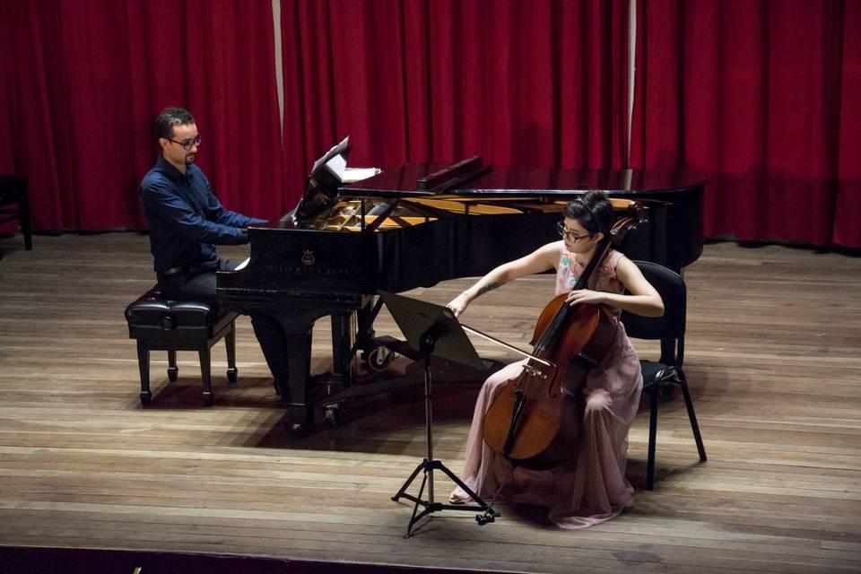 Amanda Lippert Violoncelista