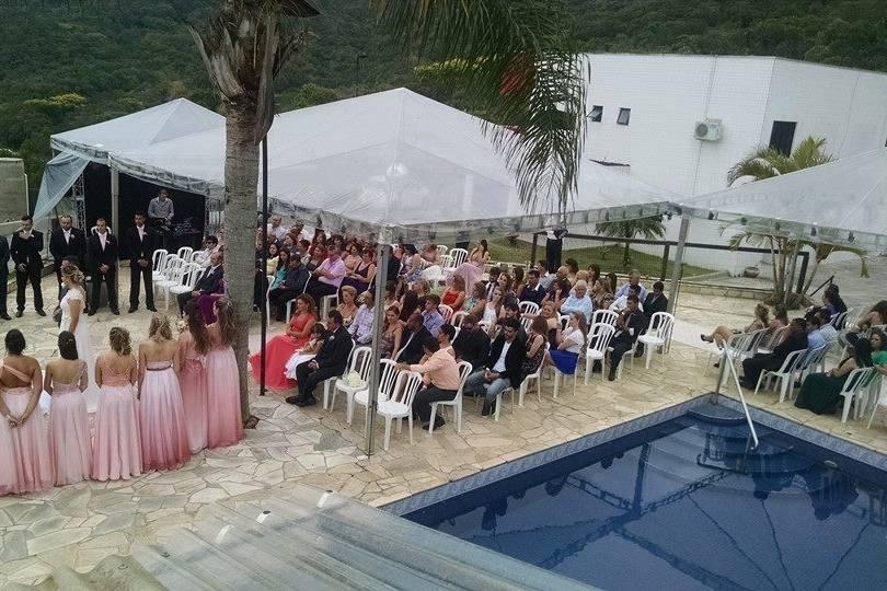 Cerimônia à beira da piscina