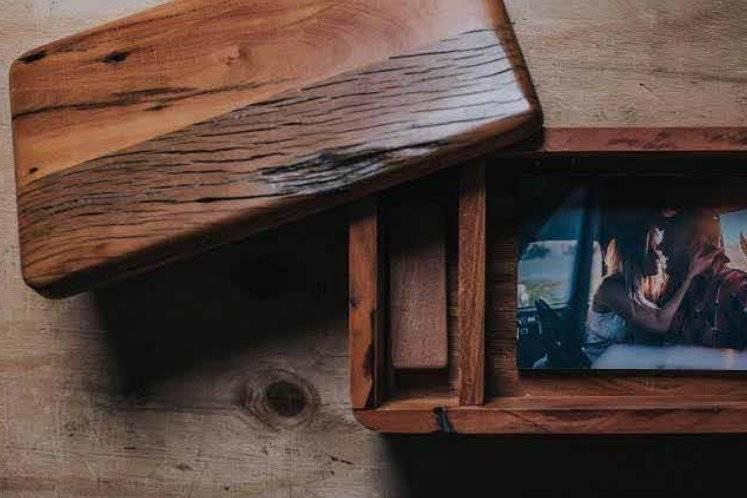 Estojo e pendrive de madeira
