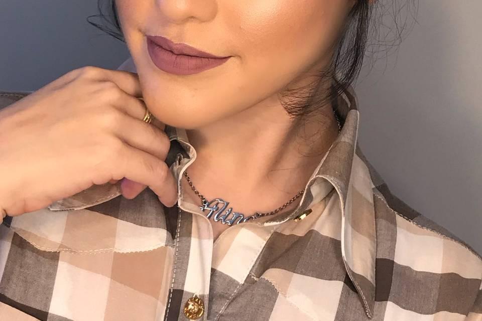 Maquiagem que realça o belo!