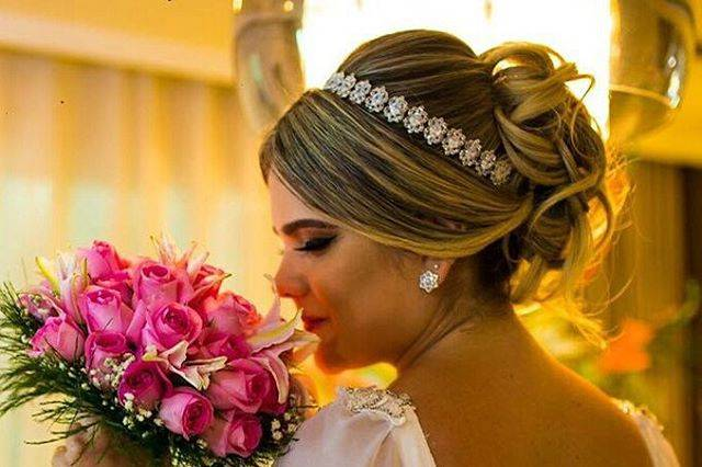 Noivinhas usando tiara Milfont
