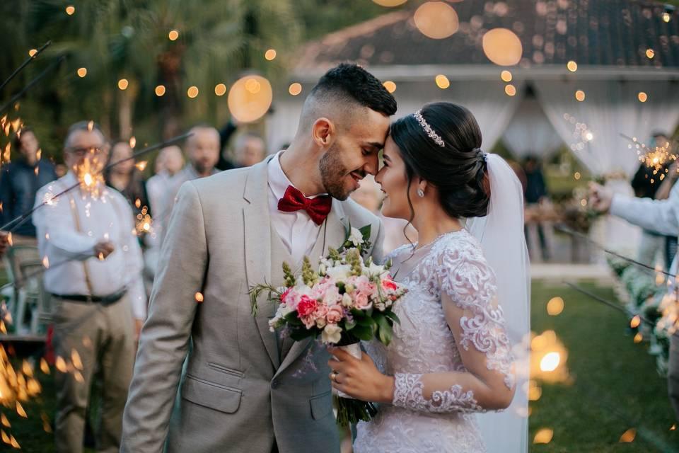 Saída dos noivos com Sparkless